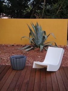 slide-twist-prospero-rasulo-low-chair-2.jpg